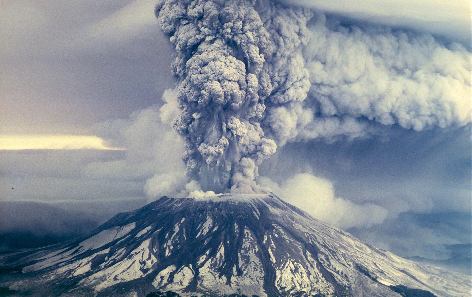 """Vancouver, Vancouver, this is it!"" Explosion of Mount St. Helens - May 18th, 1980"